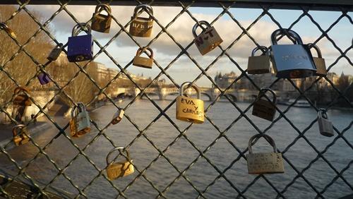 愛を誓う橋「Pont des Arts ポン・デ・ザール(芸術橋)」