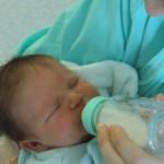 赤ちゃん用の粉ミルクを調乳するのに、ほんとにお水でいいの?