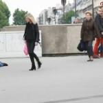 パリの町中で、浮浪者の格好して倒れたら・・・