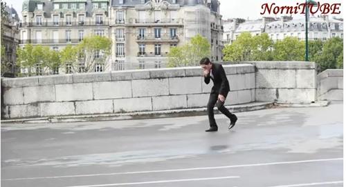 身なりを整えて パリで倒れる