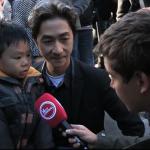 パリのテロ後に、フランス中に感動を与えたアジア系の男の子とそのパパの会話