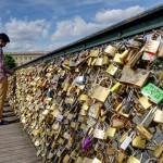 「パリ・愛を誓う橋」愛が重すぎて壊れる