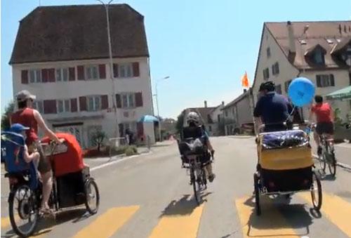 自転車の 自転車 荷台 子供 : ・海外の「子供乗せ自転車 ...